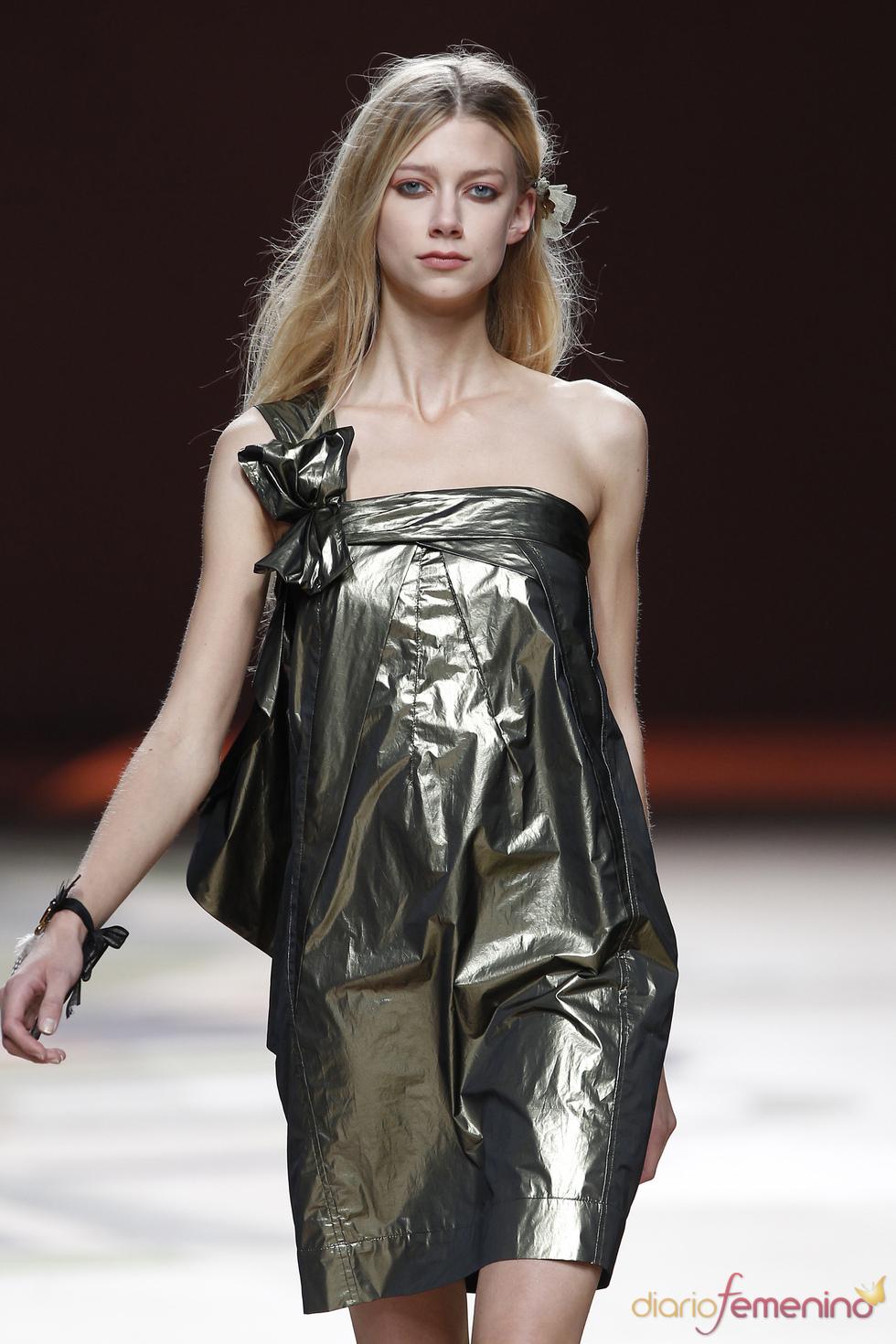 Ailanto: Vestido de noche para el verano 2011