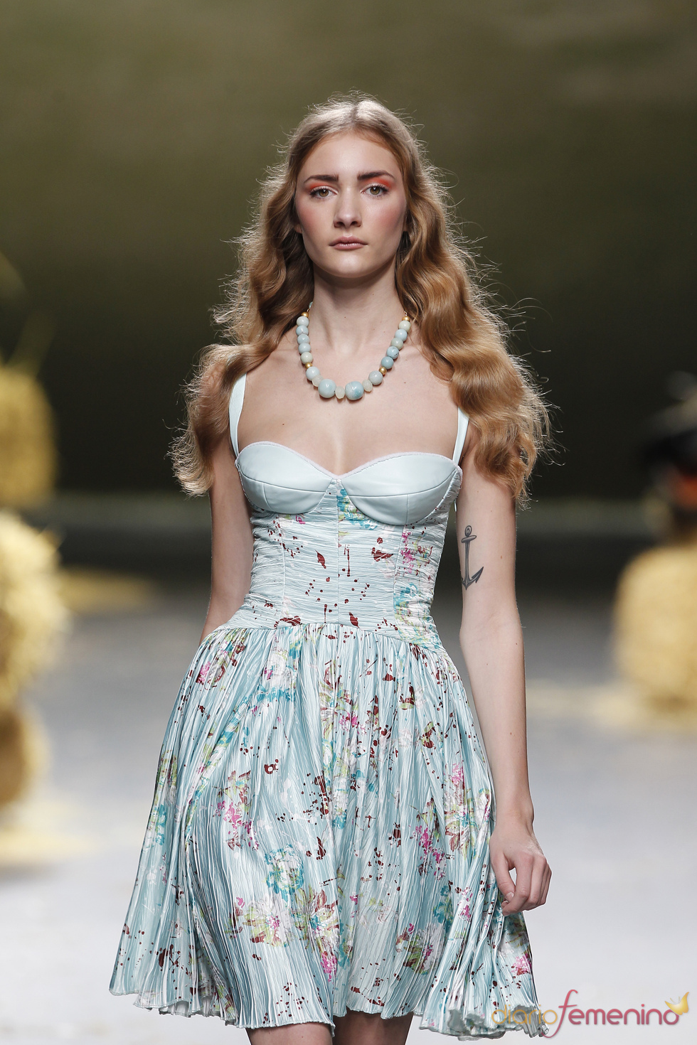 Cortes románticos en la colección primavera-verano 2011 de Alma Aguilar
