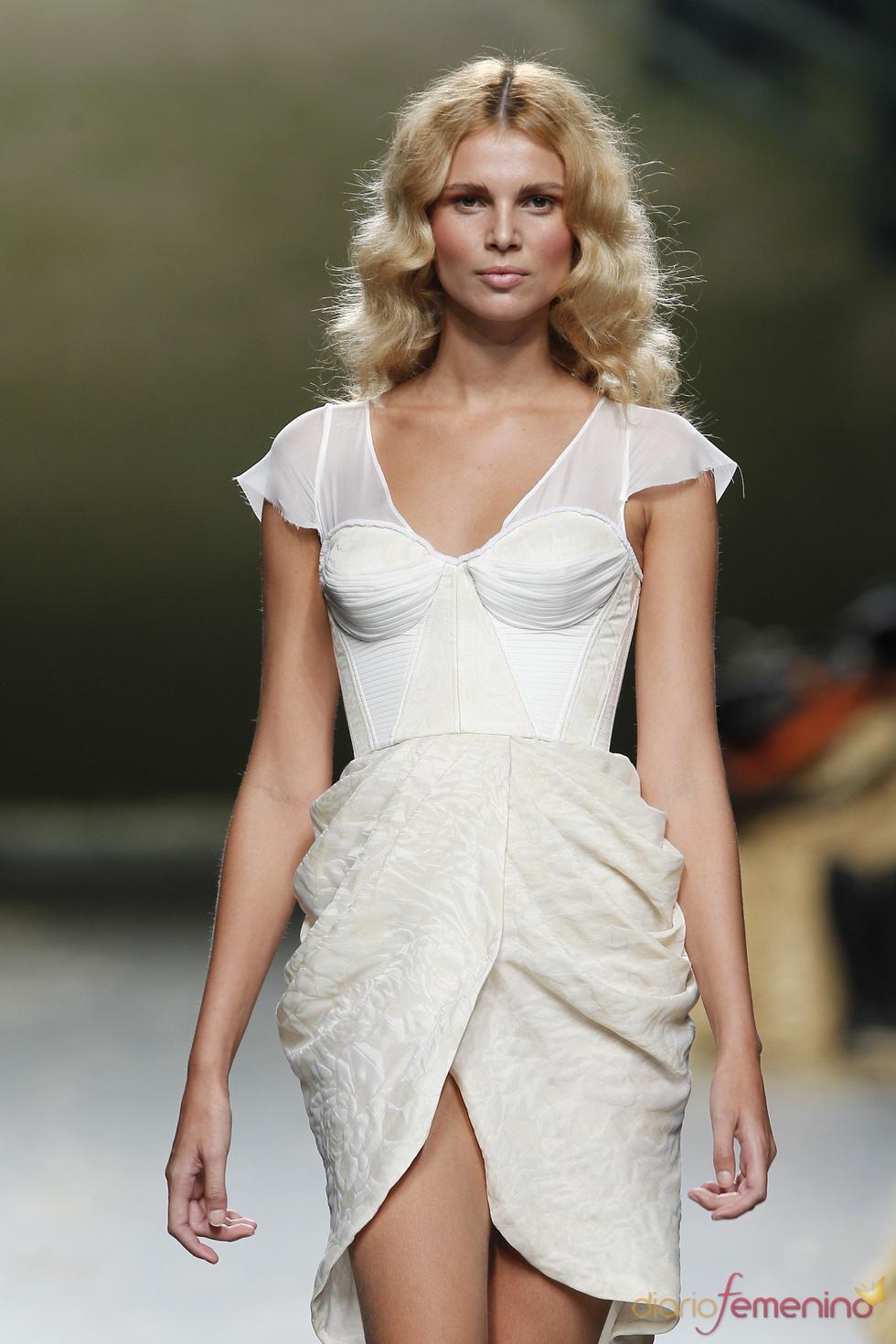 Prendas trabajadas de Alma Aguilar en la Cibeles Madrid Fashion Week