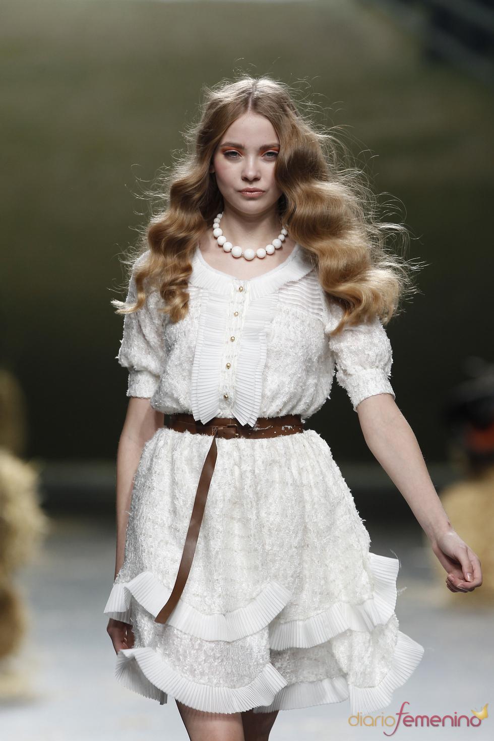 Romántico vestido de Alma Aguilar para la primavera de 2011
