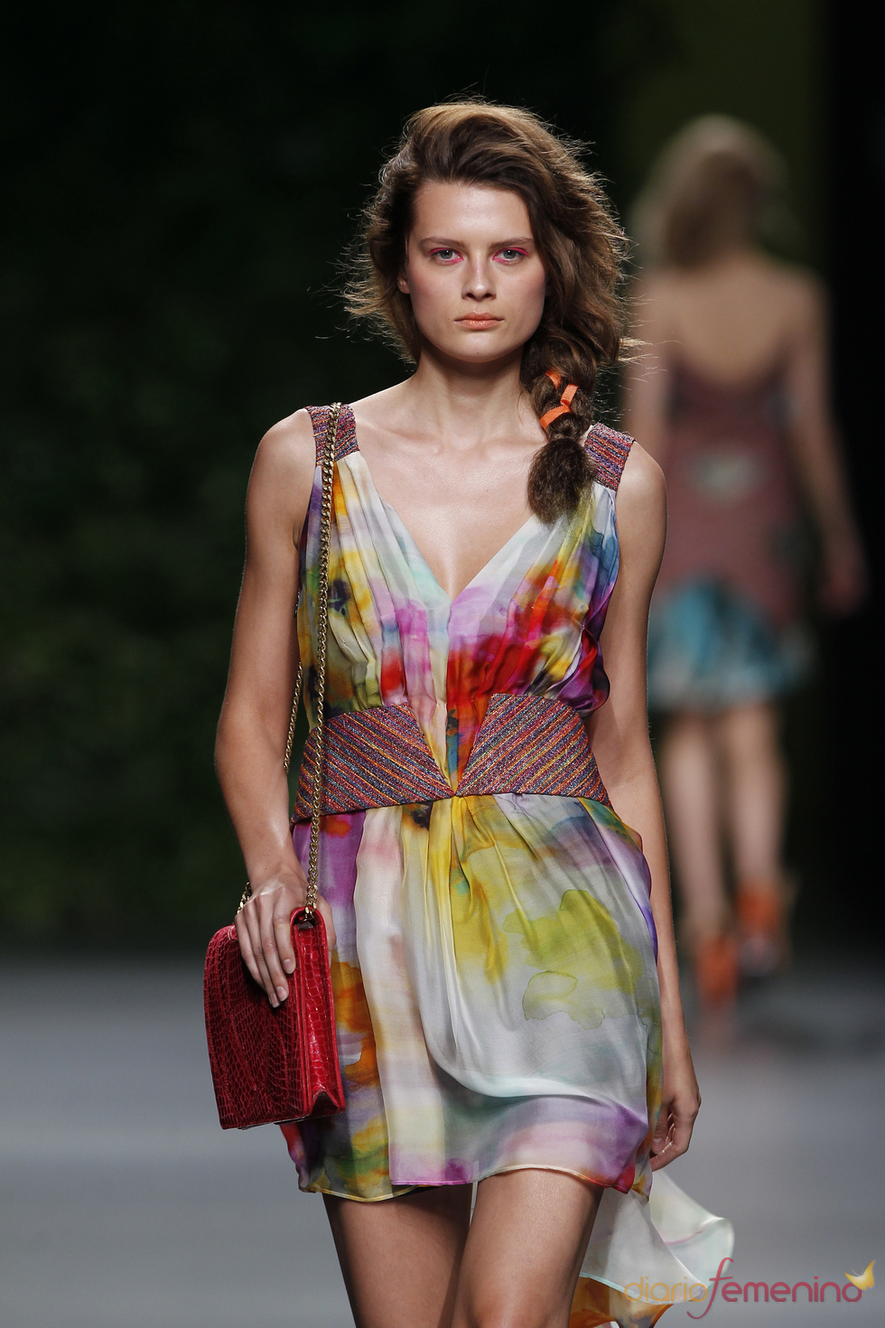 Grandes escotes en la colección primavera-verano 2011 de Devota & Lomba