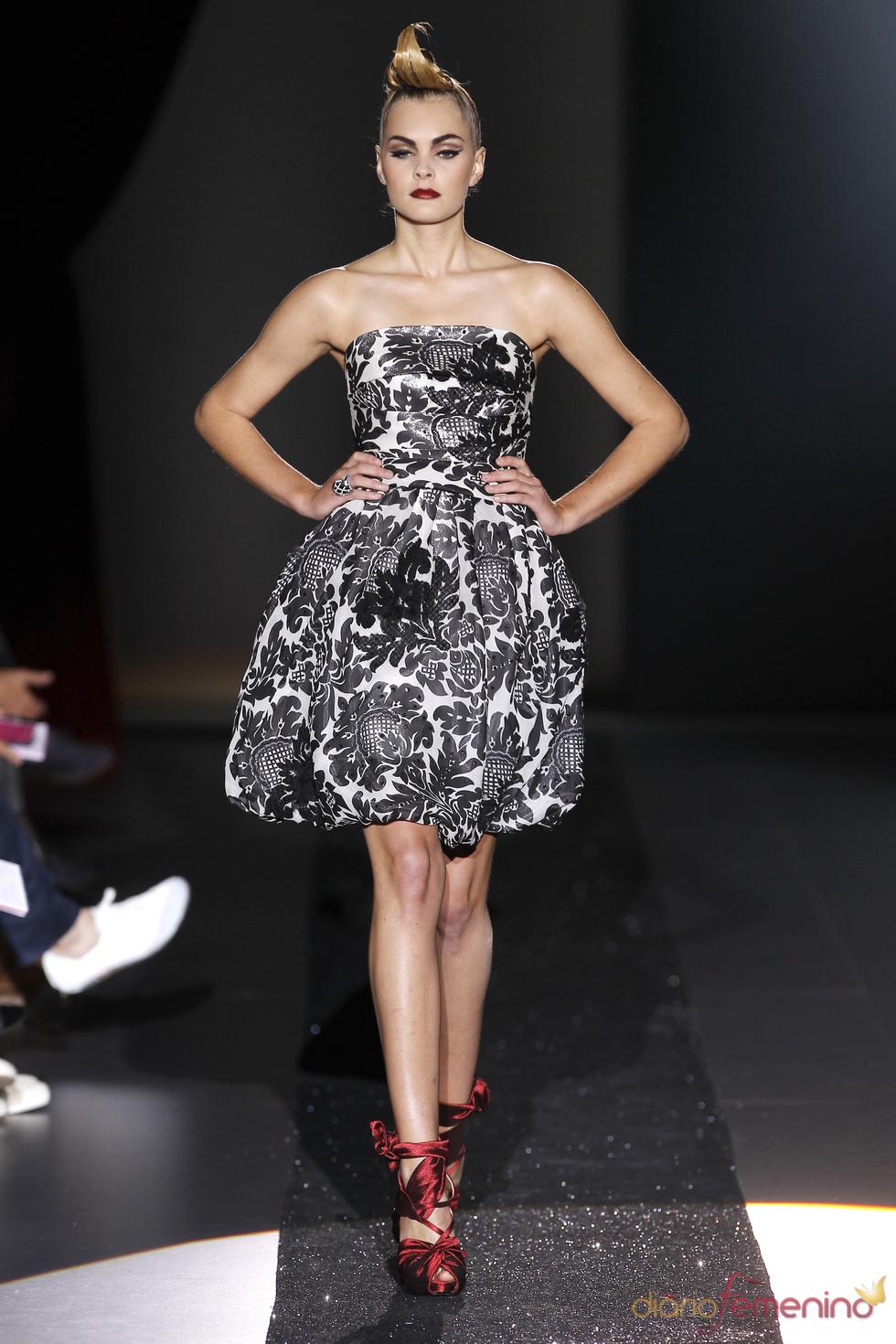 Esencia de costura clásica en los diseños de Hannibal Laguna en Cibeles 2011