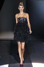 Los vestidos joya de Hannibal Laguna inundan la Pasarela Cibeles