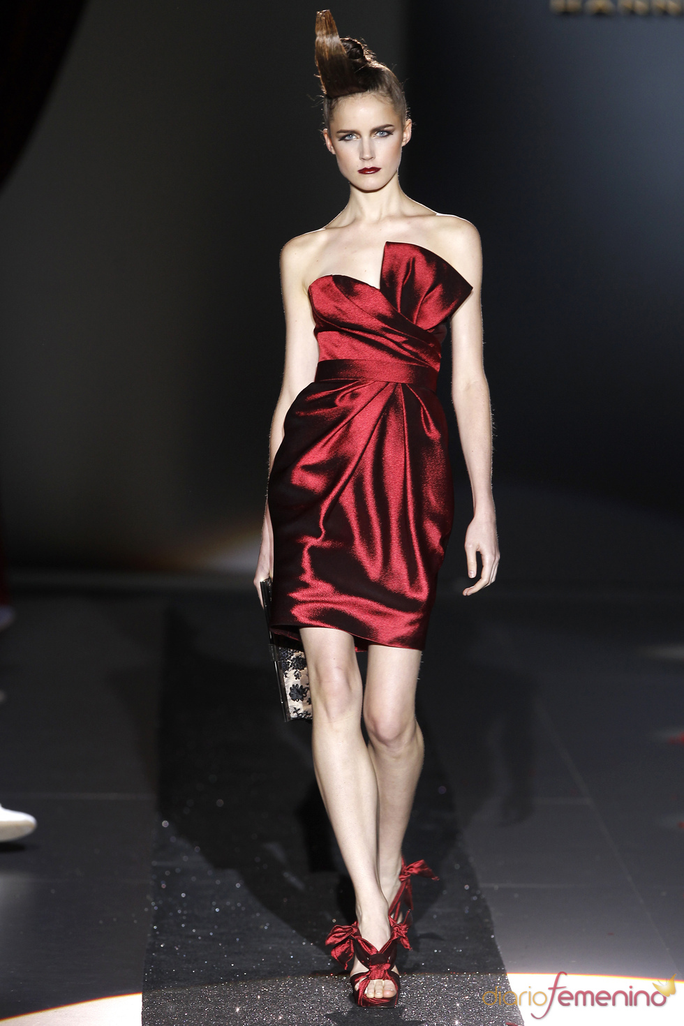 El color escarlata, protagonista en la colección primavera-verano 2011 de Hannibal Laguna
