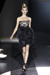 Vestido negro de fiesta de Hannibal Laguna para la primavera-verano 2011