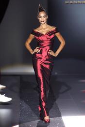 Vestido largo escarlata para la primavera-verano 2011 de Hannibal Laguna