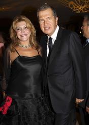 Carmen Cervera con Mario Testino en la inauguración de la exposición 'Todo o nada'