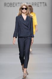 Azul oscuro en la colección primavera-verano 2011 de Roberto Torretta