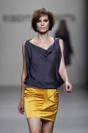 Roberto Torretta apuesta por el color mostaza en Cibeles Madrid Fashion Week