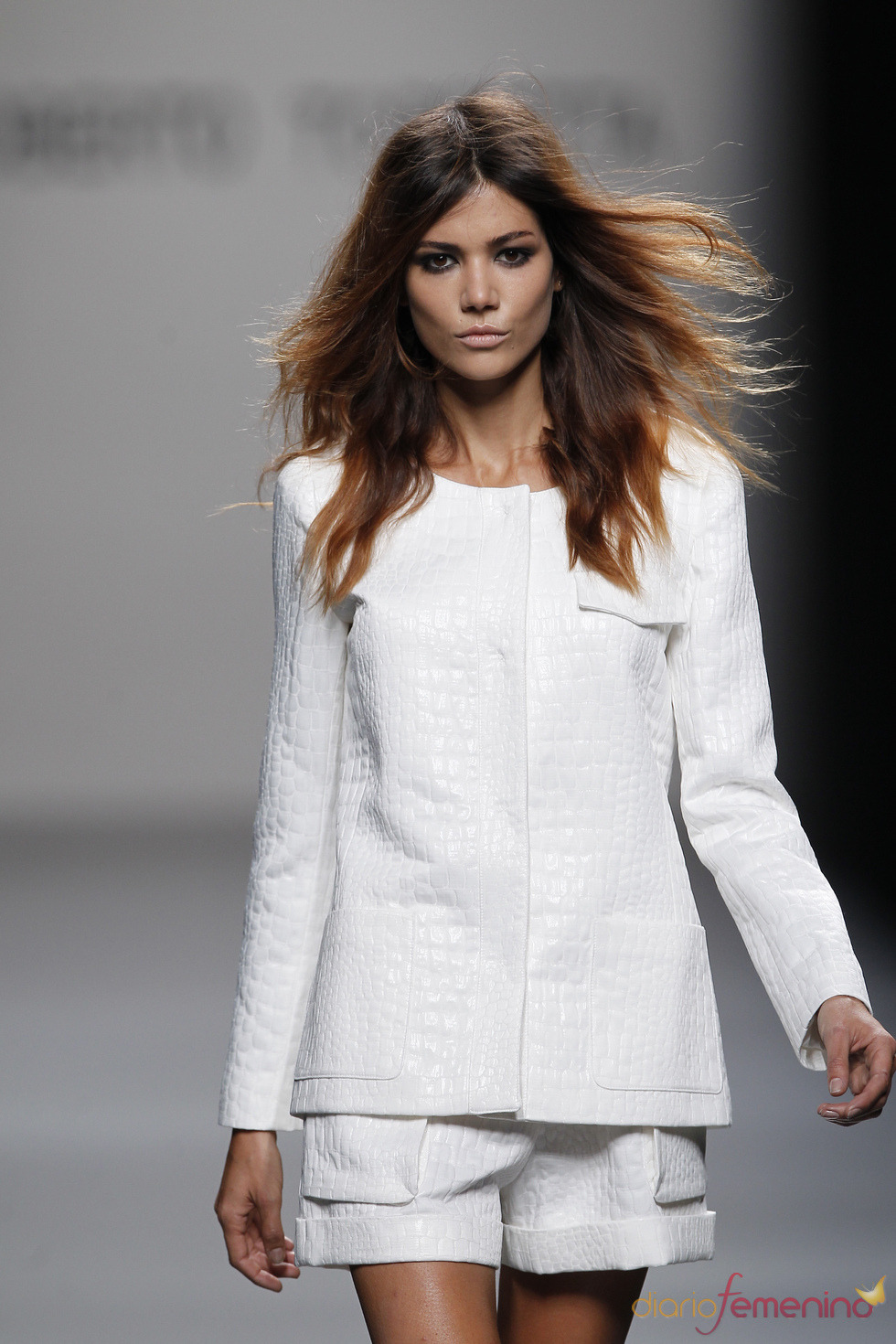Conjunto blanco de Roberto Torretta para la primavera-verano 2011
