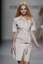 Moda mujer de  Roberto Torretta para la primavera-verano 2011
