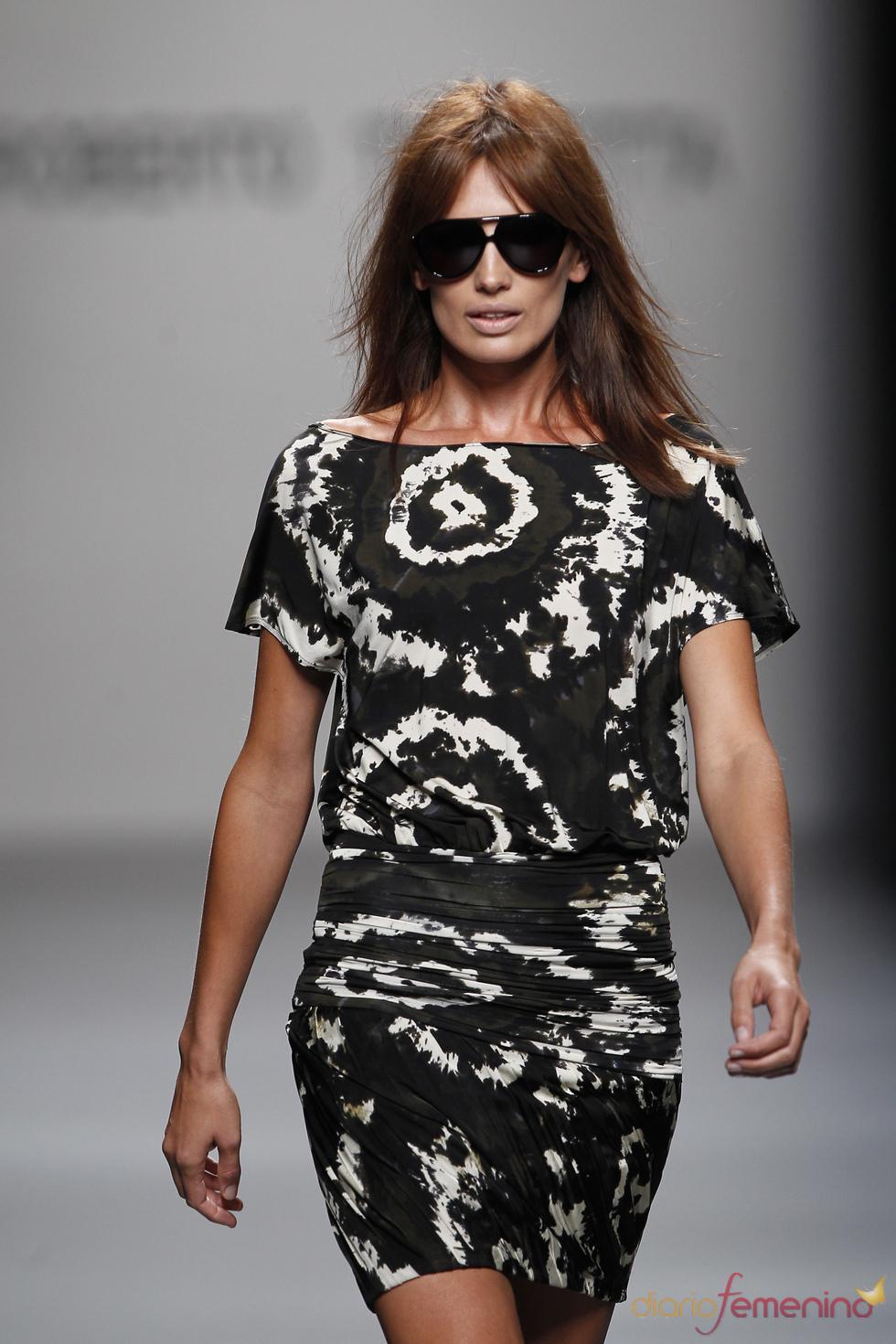 Modelo de Roberto Torretta en la Pasarela Cibeles 2011