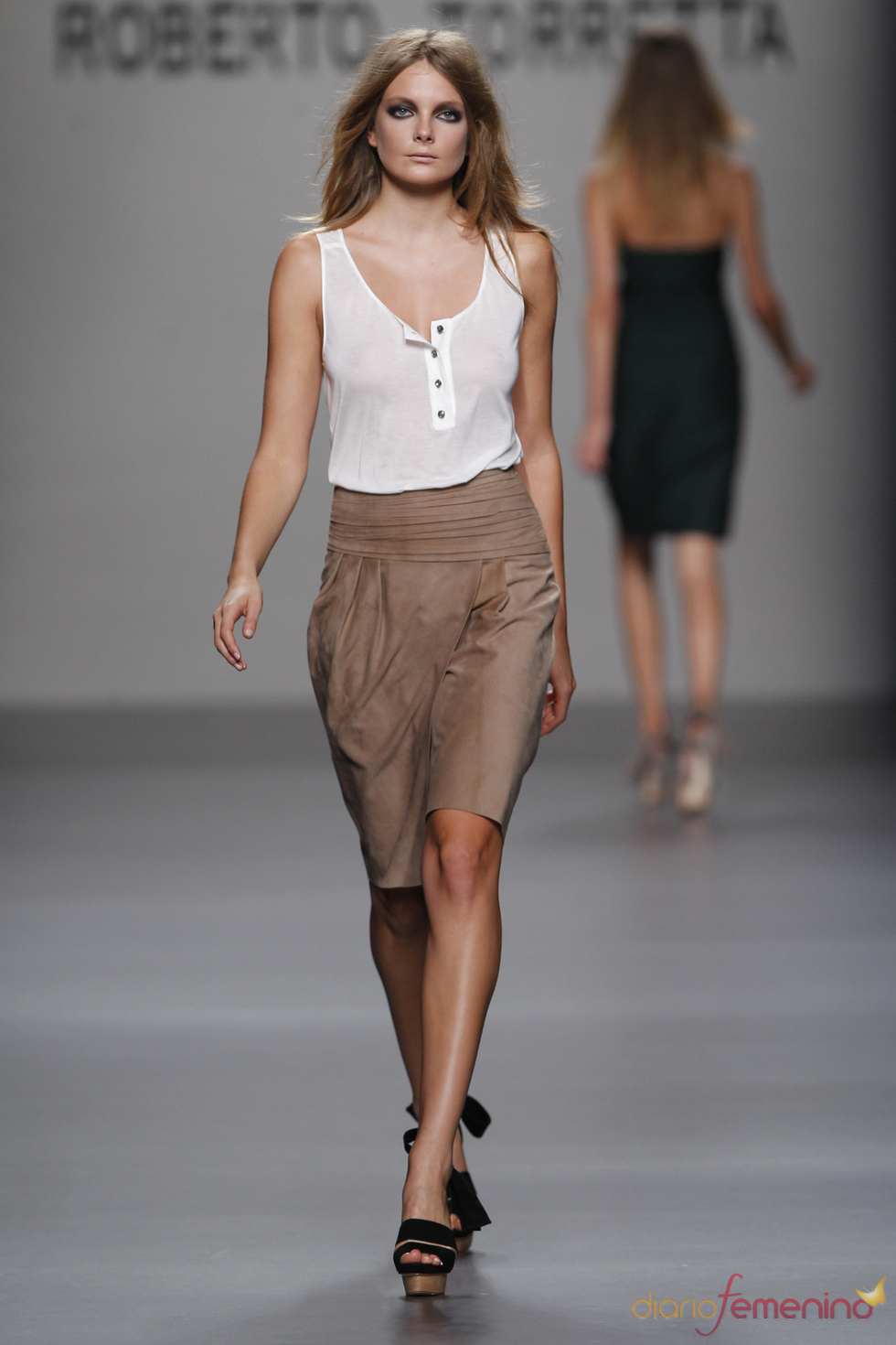 Transparencias en la colección primavera-verano 2011 de Roberto Torretta