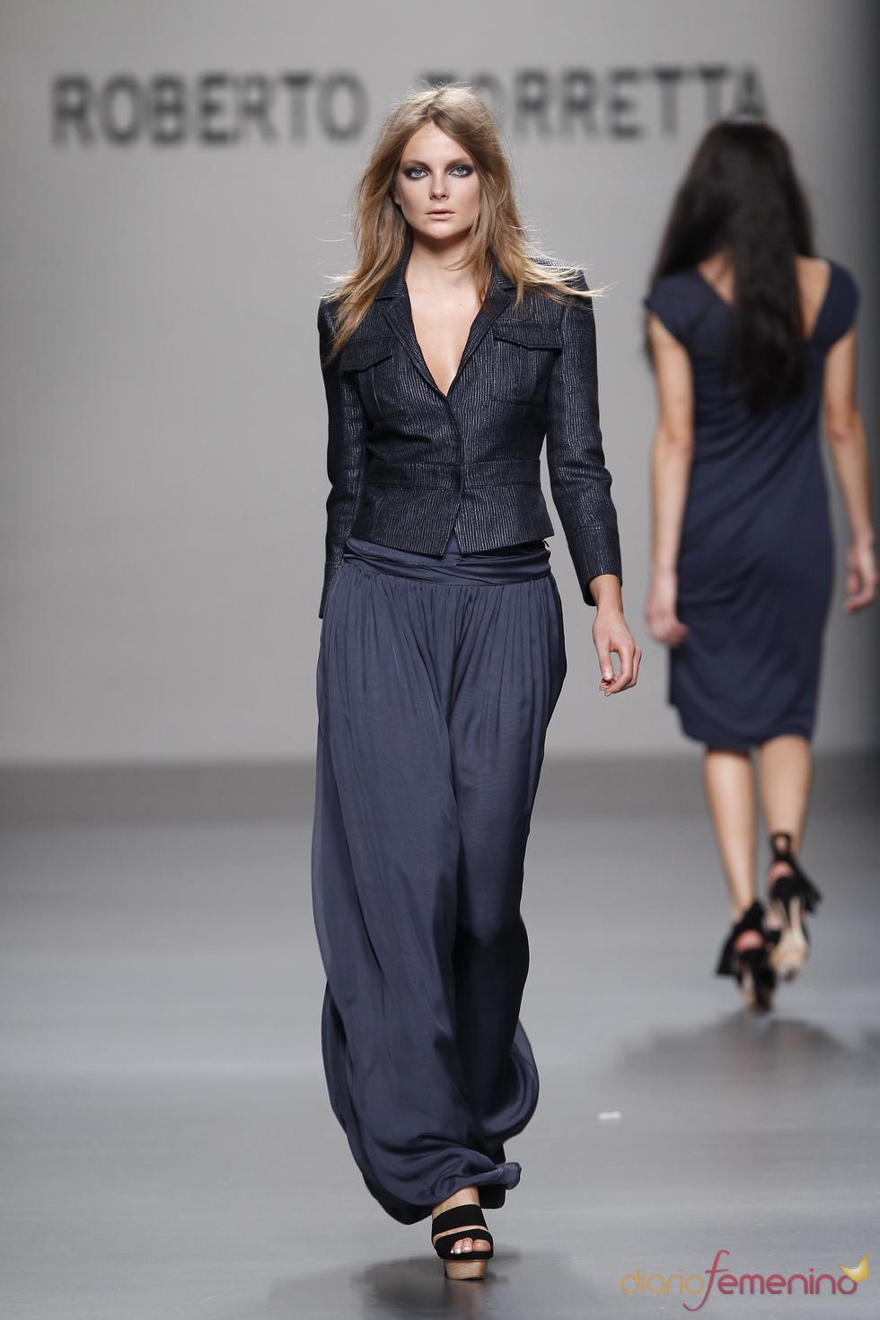 Roberto Torretta presenta su colección primavera-verano-2011