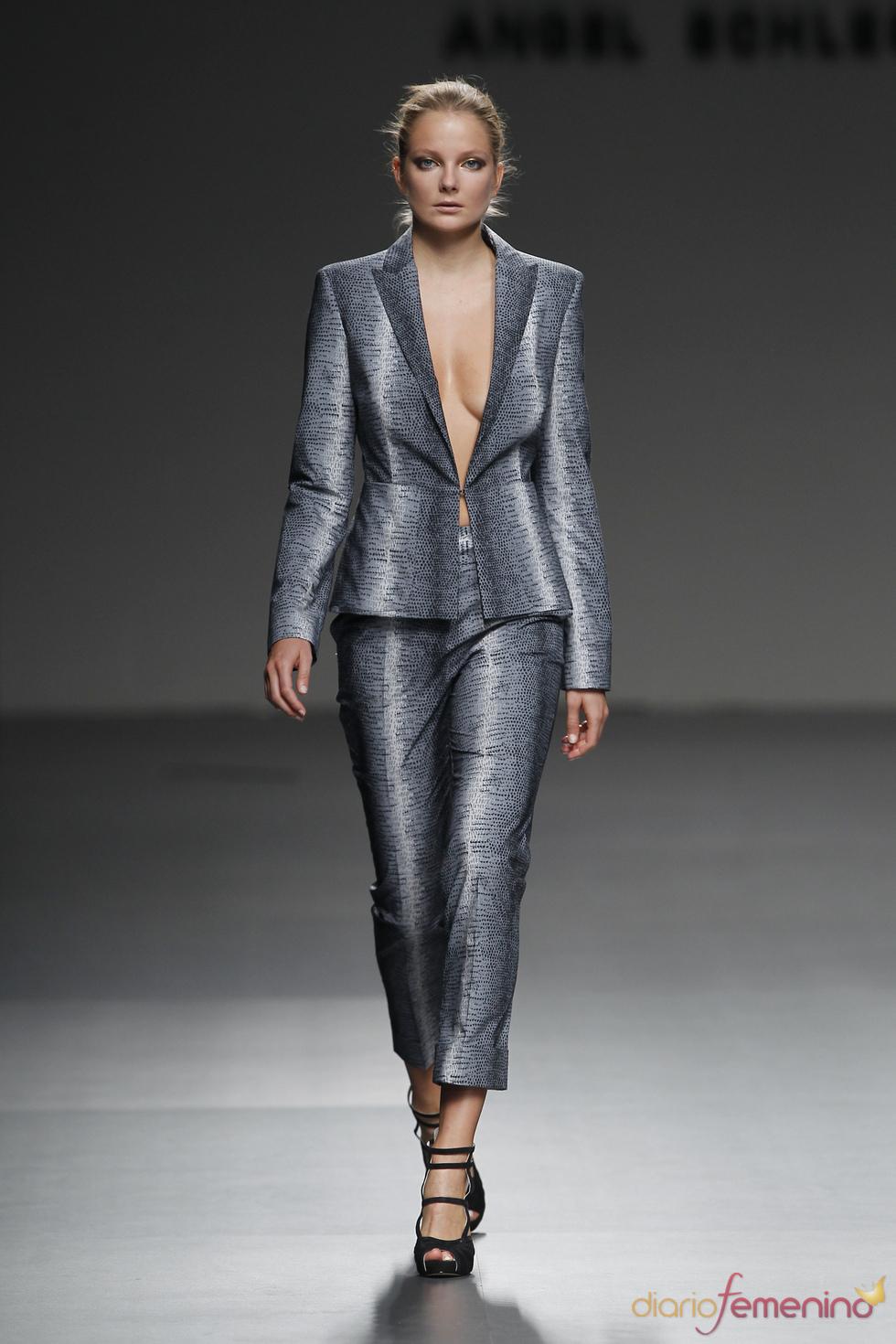 Conjunto gris de Ángel Schlesser en Cibeles Madrid Fashion Week