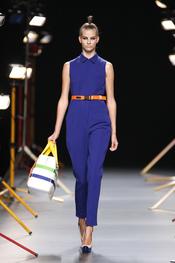 Cinturones de colores vivos en  la colección verano 2011 de David Delfín