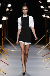 La colección primavera-verano 2011 de hombre y mujer de David Delfín es muy parecida.