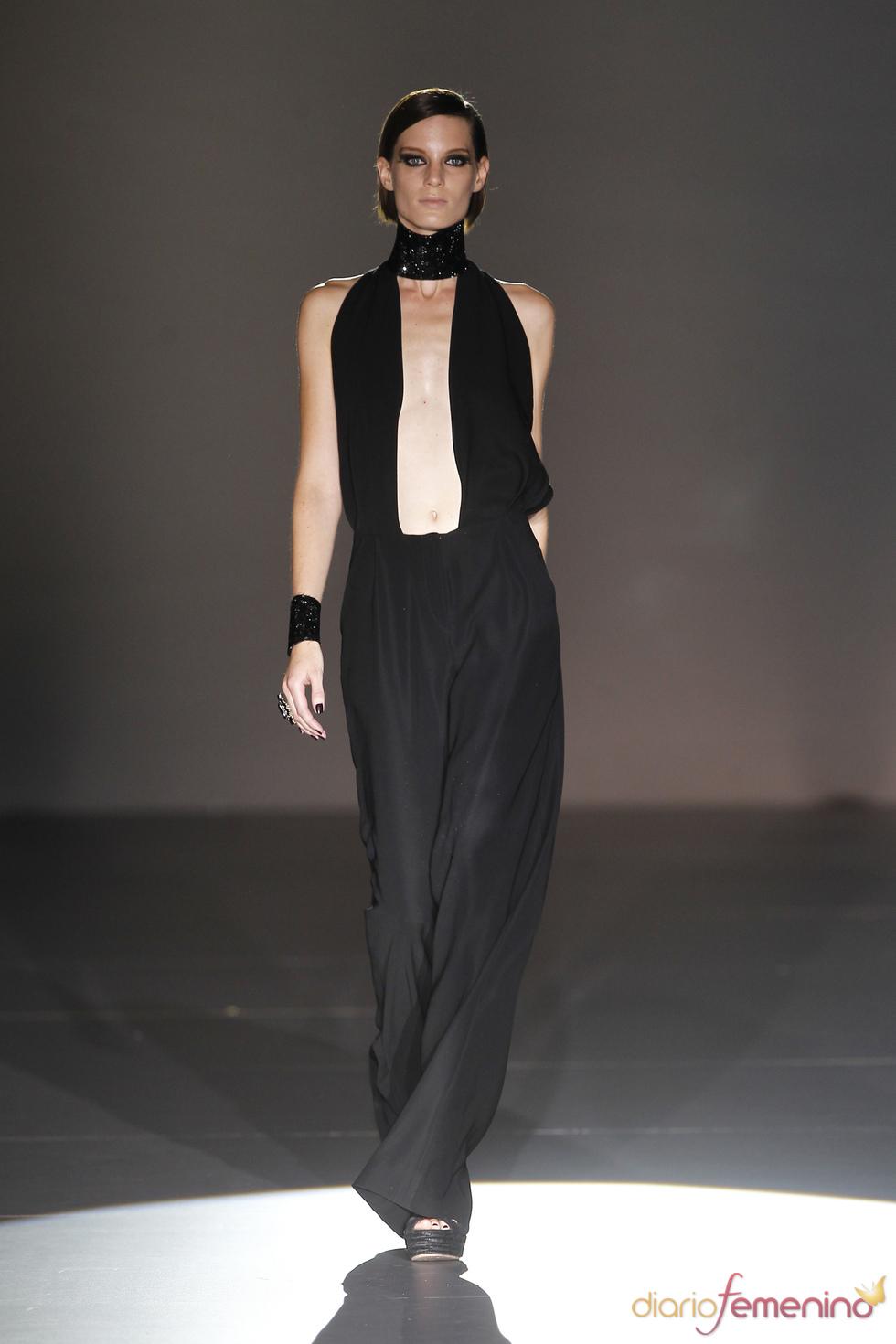 Traje de pantalón para colección 2011 de Roberto Verino