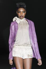 Roberto Verino potencia su colección 2011 con tonos malvas