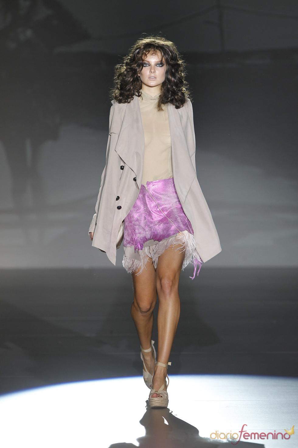 Falda asimétrica de la colección primavera-verano 2011 de Roberto Verino