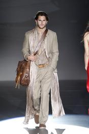 Grandes complementos para la colección primavera-verano 2011 del hombre Roberto Verino