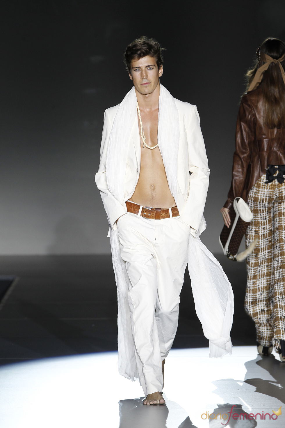 Traje blanco para hombre, colección primavera-verano 2011 de Roberto Verino