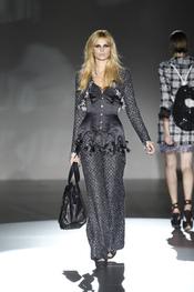 Corsé sobre traje, de Roberto Verino, en Cibeles Madrid Fashion Week