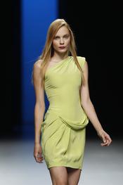 Juanjo Oliva propone en Cibeles una colección sencilla para 2011
