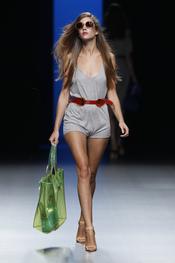 Complementos de Fosco en la colección primavera-verano 2011 de Juanjo Oliva