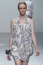 Vestido fresco para la primavera-verano 2011 propuesto en Cibeles por Miriam Ocariz