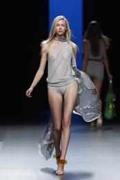 Sugerente modelo de Juanjo Oliva para el verano de 2011