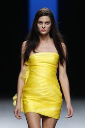 Colores sensuales en la colección primavera-verano 2011 de Juanjo Oliva