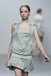 Vestido efecto cruzado de Miriam Ocariz para la primavera-verano 2011