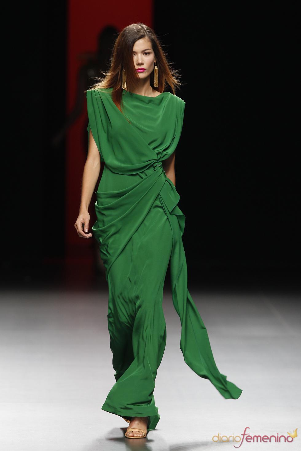 Exquisita caída en las prendas de Juanjo Oliva para el  verano 2011