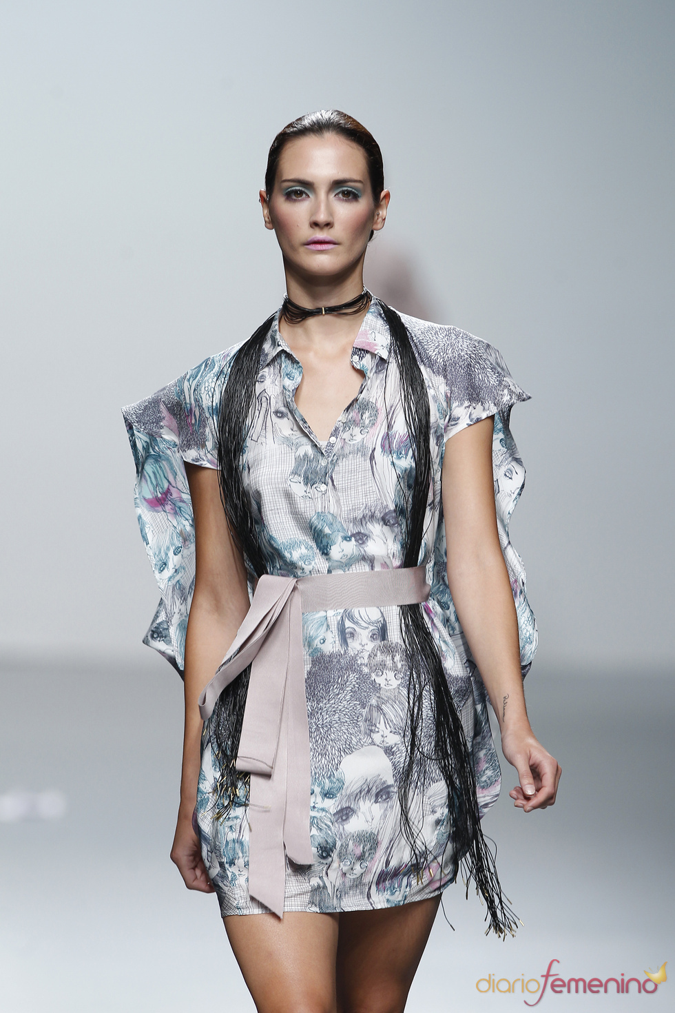Vestido estampado anudado en la cintura para esta primavera-verano 2011, Miriam Ocariz