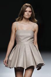 Vestido romántico de Amaya Arzuaga en Cibeles Madrid Fashion Week