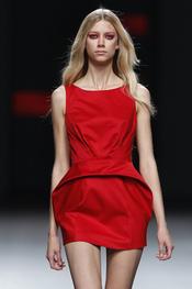 Amaya Arzuaga usa el rojo para el día en Cibeles