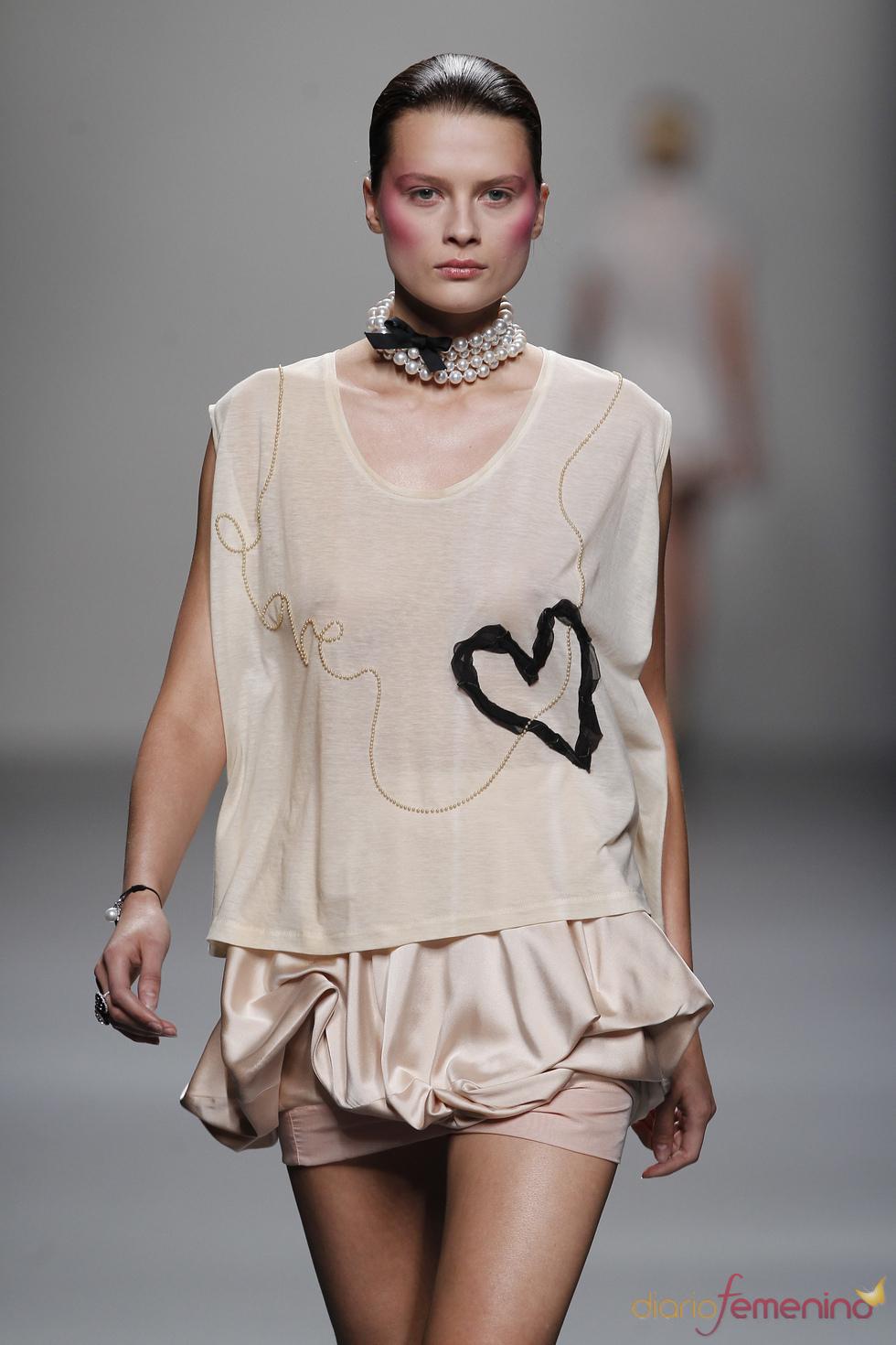 Divertidas camisetas en la colección primavera-verano de Lydia Delgado