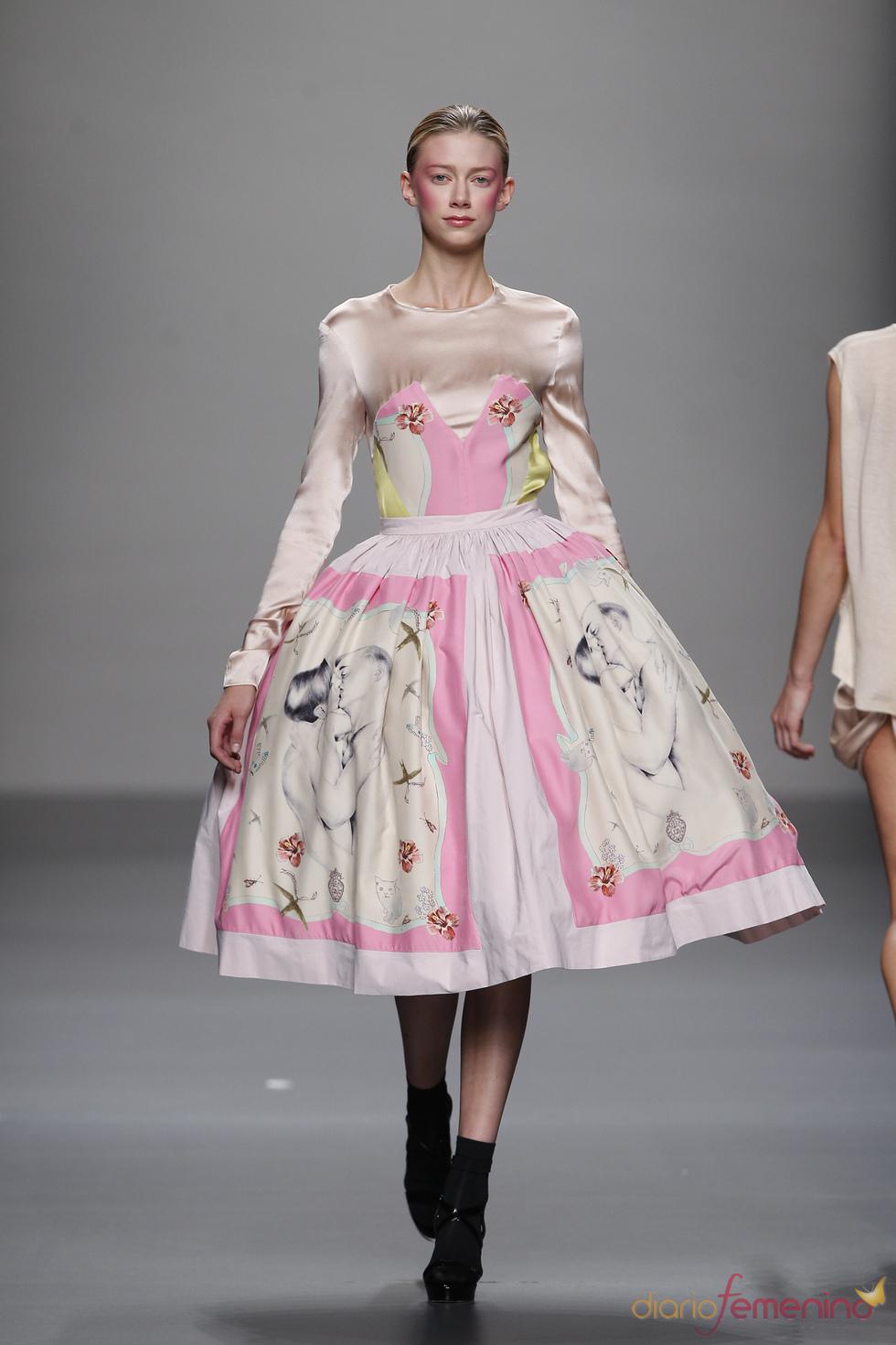Vestido de inspiración medieval de Lydia Delgado en Cibeles 2011
