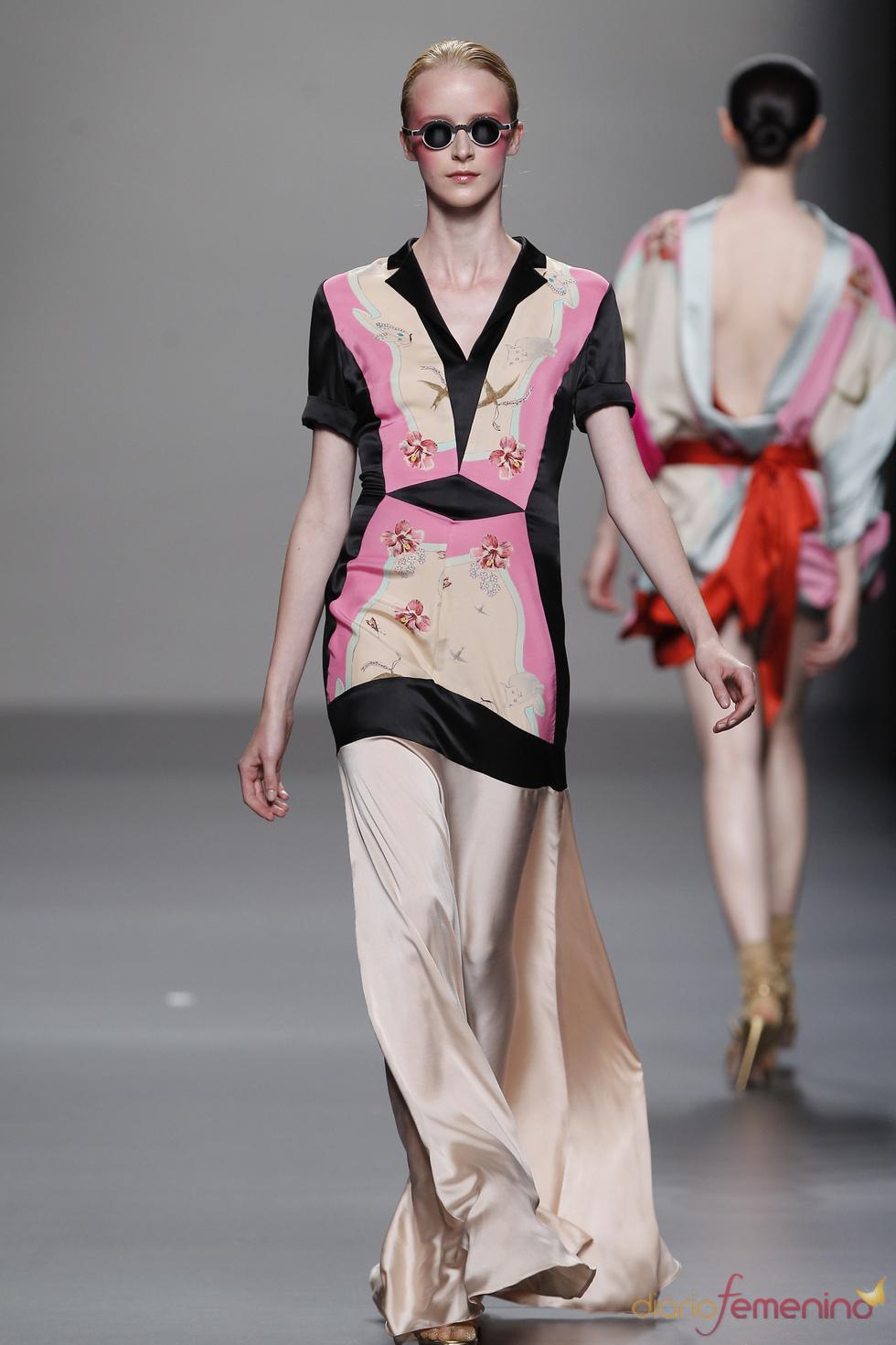 Vestido largo que emula a uno corto para primavera-verano 2011, Lydia Delgado