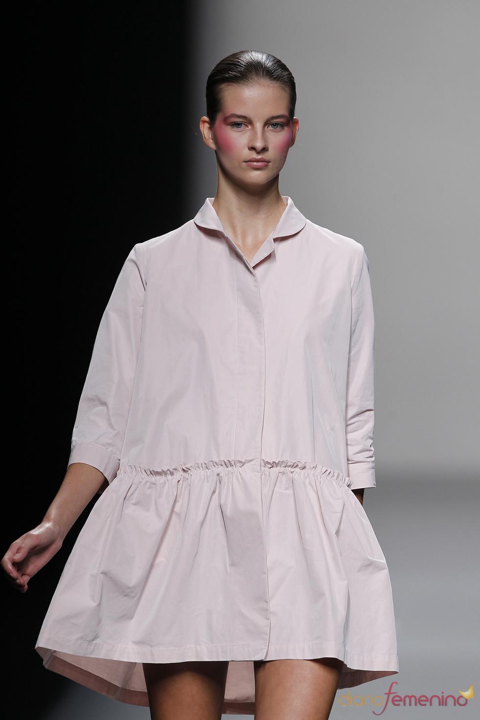 Vestido camisero en tonos pastel de Lydia Delgado en Cibeles 2011