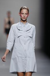 Vestido camisereo abotonado de Lydia Delgado para primavera-verano 2011