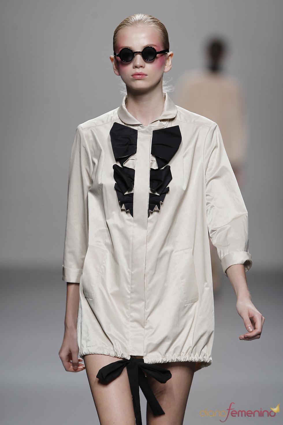 Vestido camisero fruncido abajo para primavera-verano 2011, Lydia Delgado