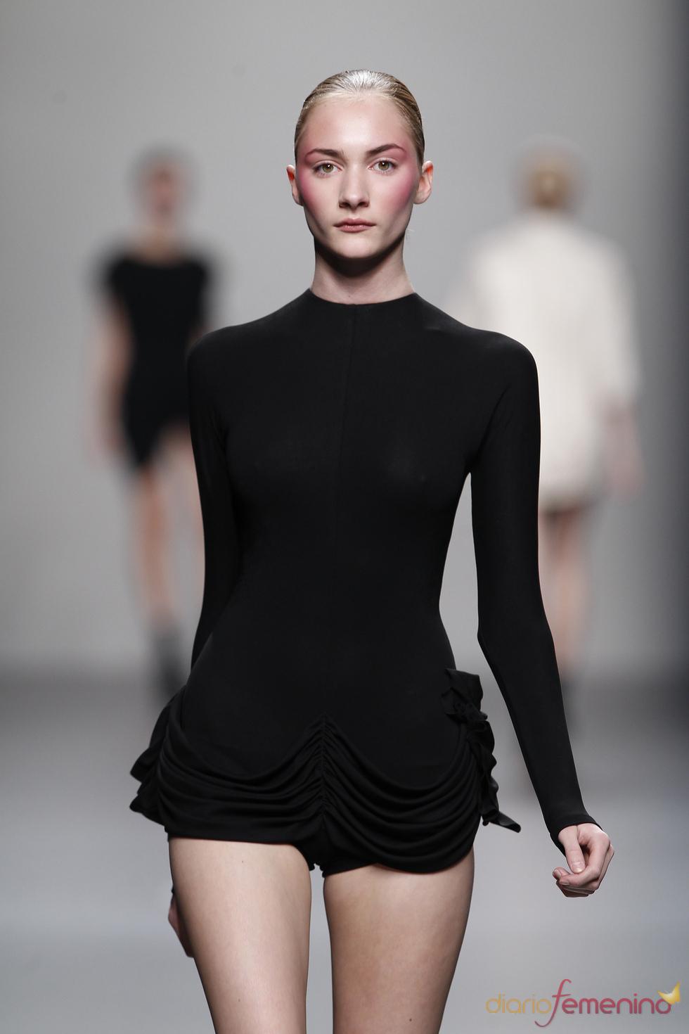 Mini-shorts en la colección primavera-verano 2011 de Lydia Delgado