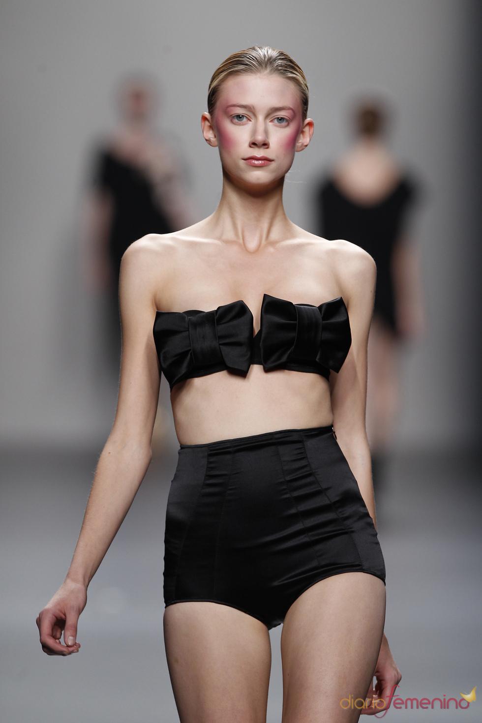 Conjunto lencero estilo 'bandeau' de Lydia Delgado en Cibeles 2011