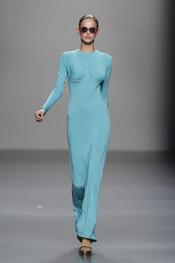 Las creaciones en color azul de Lydia Delgado en Cibeles 2011