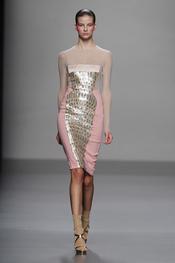 Vestido ajustado con cuerpo transparente para primavera-verano 2011, Lydia Delgado