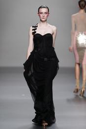 Vestido de fiesta vaporoso con tirante de lazos para Cibeles 2011, Lydia Delgado