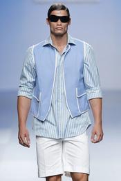 El hombre para la primavera-verano 2011 de Elio Berhanyer