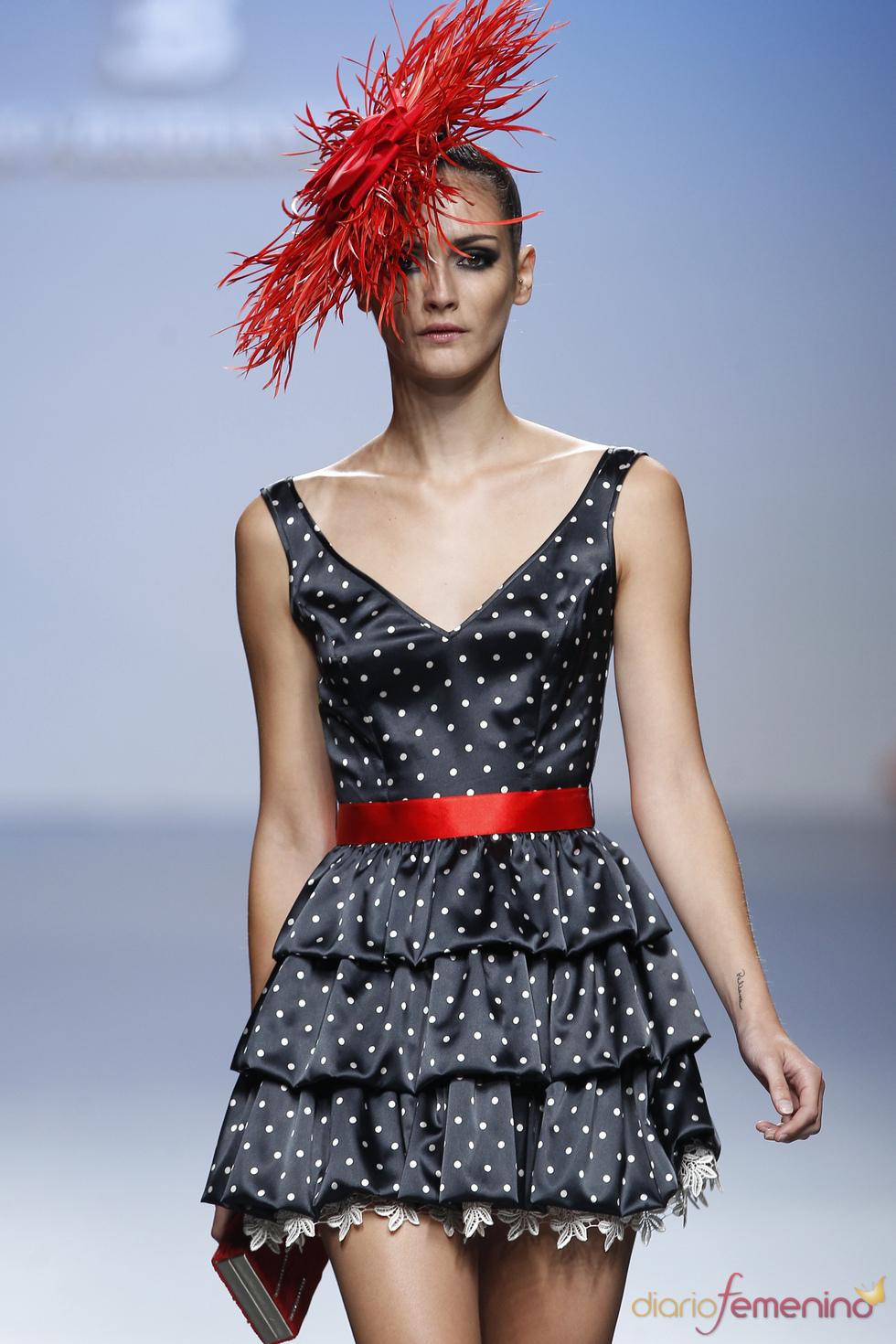 La inspiración andaluza sigue vistiendo la mujer de Elio Berhanyer en Cibeles 2011